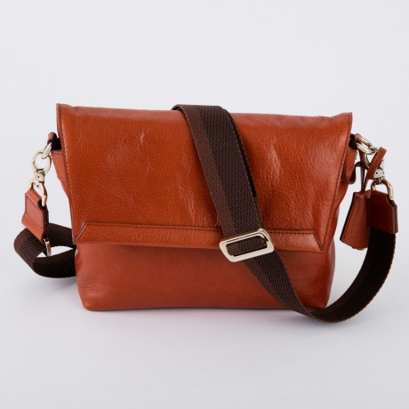 aniary メッセンジャーバッグ Antique leather 牛革 Messengerbag 01-04002-rbr